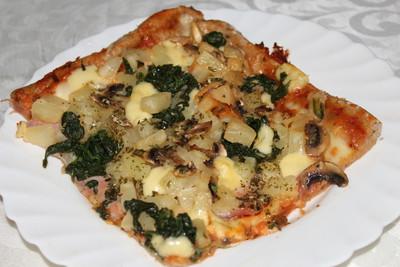 spinaci pizza pizza mit spinat schinken und champignons rezept rezepte auf. Black Bedroom Furniture Sets. Home Design Ideas