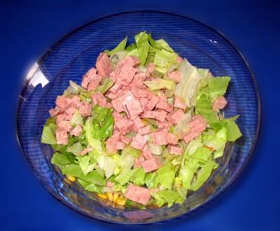 Eisbergsalat mit Frühstücksfleisch Rezept