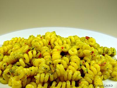 Pasta mit Knoblauch-Chili-Pesto Rezept