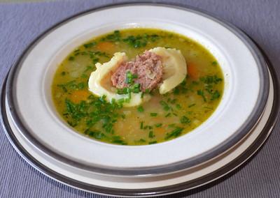 Schnelle Suppe mit Fleischknödel Rezept
