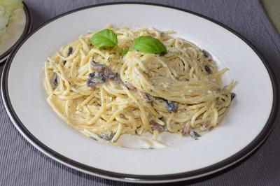 Spaghetti mit Champignon-Käsesuppe Rezept