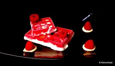 Geeistes Himbeer Dessert Rezept