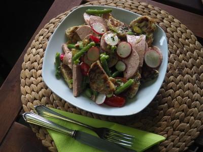 Semmel- oder Brezenknödel-Wurst-Salat Rezept