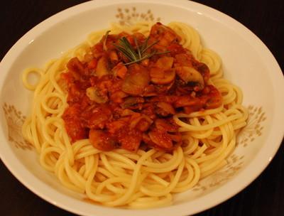 Spaghetti mit Champignon-Paradeis-Sauce Rezept