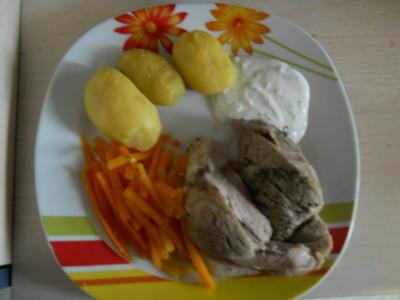 Gekochte Schweinsstelze mit Karotten und Salzerdäpfeln Rezept