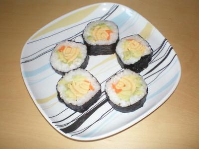 Sushi mit Avocado und Omelett Rezept