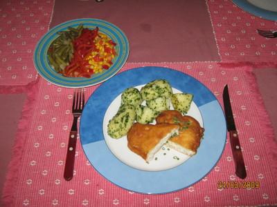 Schollefilet im Backteig mit Petersilerdäpfeln & Salatgarnitur Rezept
