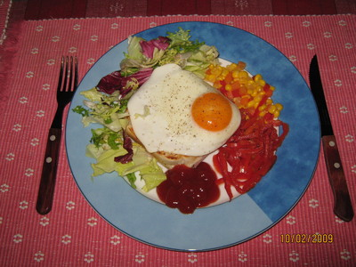 Spezialtoast mit Spiegelei & Salatgarnitur Rezept