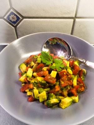 Avocado-Tomatensalat Rezept