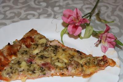 Pizza mit Schinken und Banane Rezept