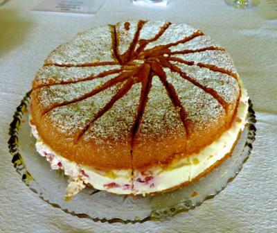 Naked Cake Erdbeer-Sahne Rezept
