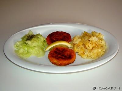 Fischlaibchen mit Rösti und Gurkensalat Rezept