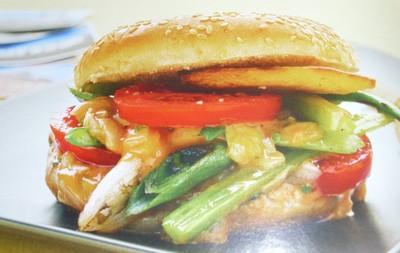 Gemüse Kartoffel Burger mit pikanter Salatsauce Rezept