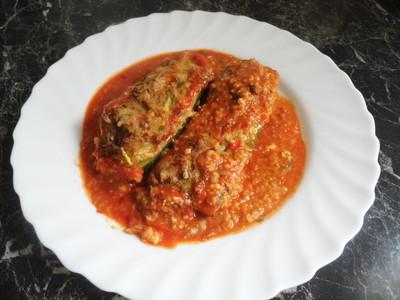 Gefüllte Zuccini mit Tomatensoße Rezept