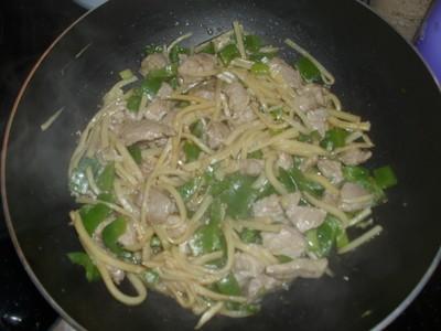 Schweinefleisch mit Paprika und Bambus Rezept