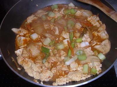 Kimchi Eintopf mit Hühnerfleisch und Tofu Rezept