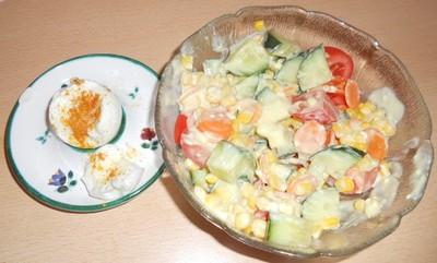 Gemischter Gurkensalat mit Curryjoghurt Rezept