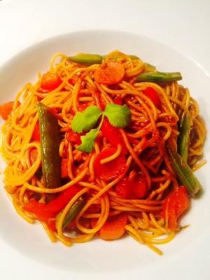 Gebratene Nudeln mit Gemüse Rezept