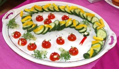 Gurkenschlange und Tomatenkäferln Rezept