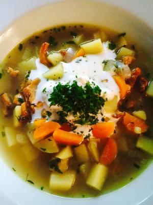 Eierschwammerl-Gemüse Suppe  Rezept