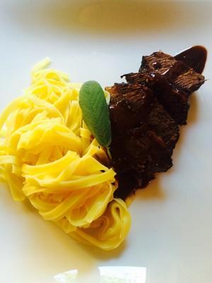 Geschmorte Rinderbacken ( Ochsenbackerl) in Schokolade- Portwein Sauce  Rezept