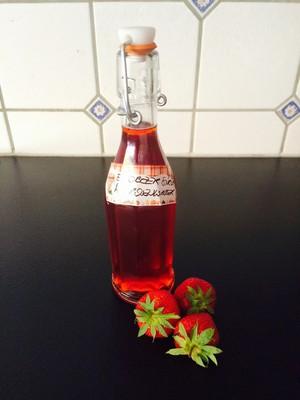 Erdbeer- Sirup mit Rosenwasser Rezept