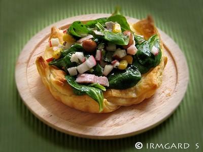 Blätterteig-Salatnester mit Schinken Rezept