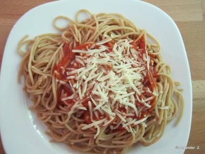 Vollkornnudeln in Tomatensoße & Käse Rezept