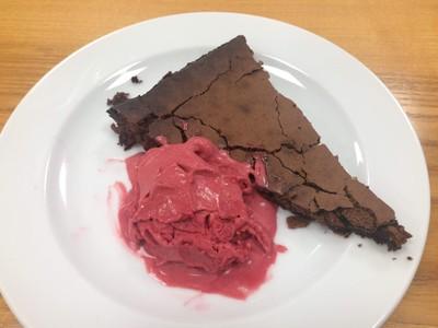 Schokoladentarte mit Himbeer-Kokos-Sorbet Rezept