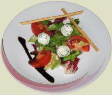 Salat mit Joghurtbällchen Rezept