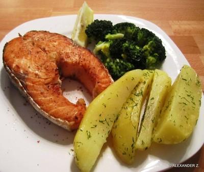 Lachssteak natur mit Brokkoli und Dillkartoffeln Rezept