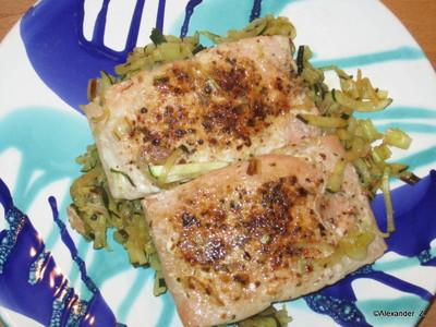 Lachssteak auf Zucchini-Lauchgröstl Rezept