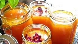 Marillenmarmelade mit Rosenblättern Rezept