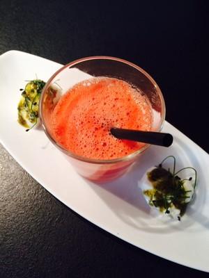 Melonen Kaltschale mit Büffelmozzarella und Burrata Rezept