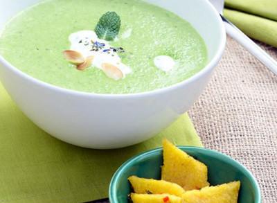 Erbsen-Minz-Suppe mit Polentaschnittchen Rezept
