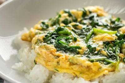 Ei mit Schnittlauch auf Reis Rezept