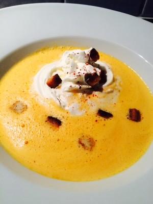 Paprika Suppe+Zimtcroutons Rezept