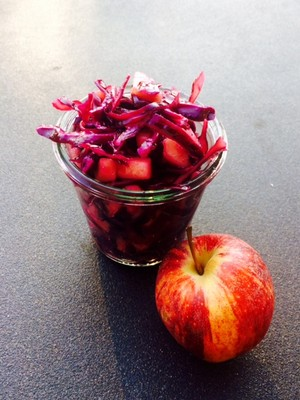 Rotkrautsalat mit Apfel Rezept