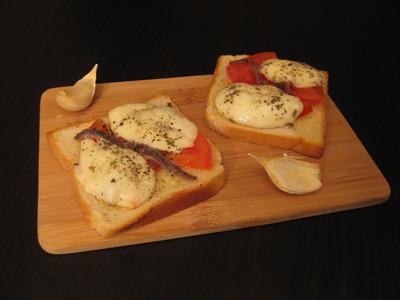Tomaten-Mozarella-Brötchen Rezept