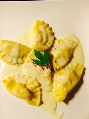 Ravioli mit Trüffel-Nuss-Ricotta Füllung Rezept